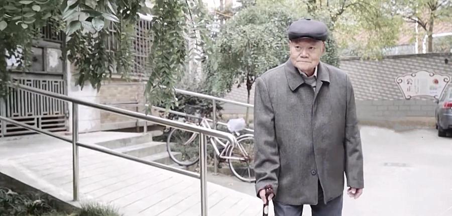 上海老人将巨额房产赠予他人,是被洗脑还是……